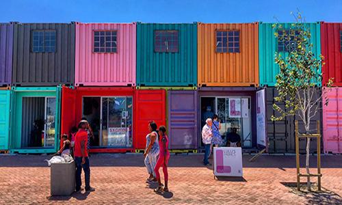 Container-Walk in Africa (by Ben van Rooy)